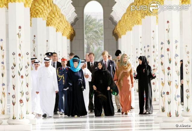 Dimanche 8 janvier 2011, visite à la grande mosquée Al Zayed. La reine Beatrix, le prince Willem-Alexander et la princesse Maxima des Pays-Bas effectuaient les 8 et 9 janvier 2011 une visite officielle dans les Emirats arabes unis.