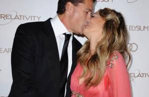 Molly Sims enceinte et amoureuse sur tapis rouge, face à David Arquette heureux