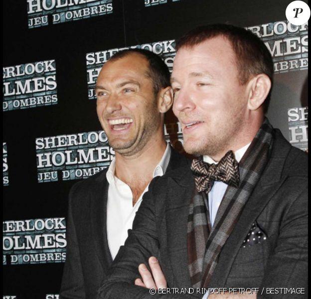 Jude Law et Guy Ritchie à l'avant-première de Sherlock Holmes : Jeux d'ombres à Paris, le 19 janvier 2011.