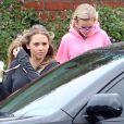 Ryan Phillippe assiste avec sa fille Ava au match de basket de son fils Deacon à Brentwood le 21 janvier 2012 : la jeune Ava (à droite sur la photo), qu'il a eue avec Reese Witherspoon, est accompagnée d'une copine