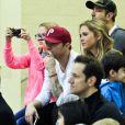 Ryan Phillippe assiste avec sa fille Ava au match de basket de son fils Deacon à Brentwood le 21 janvier 2012 : il est accompagné de sa nouvelle petite amie, Paulina Slagter