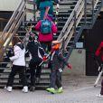 Felipe, 13 ans, et Victoria, 11 ans, profitaient des joies de la neige à Baqueira Beret, le 22 janvier 2012. Avec leurs gardes du corps et le conseiller de leur mère Elena, Carlos Garcia Revenga, mais sans l'infante, qui s'abrite des médias en raison du scandale Noos dans lequel est impliqué son beau-frère Iñaki Urdangarin.