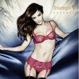 Helena Christensen et Triumph Essence remettent le couvert et nous divulguent ces visuels très hot de la campagne printemps/été 2012.