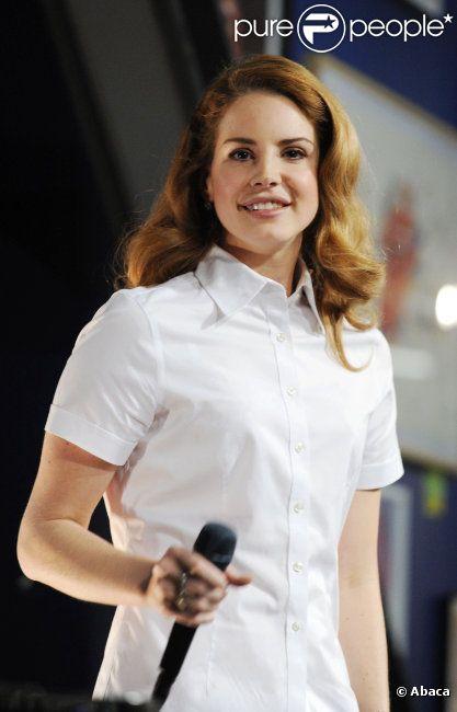 Lana Del Rey : superbe lors de sa prestation à l'In-Store chez Amoeba Records à Hollywood le 7 février 2012