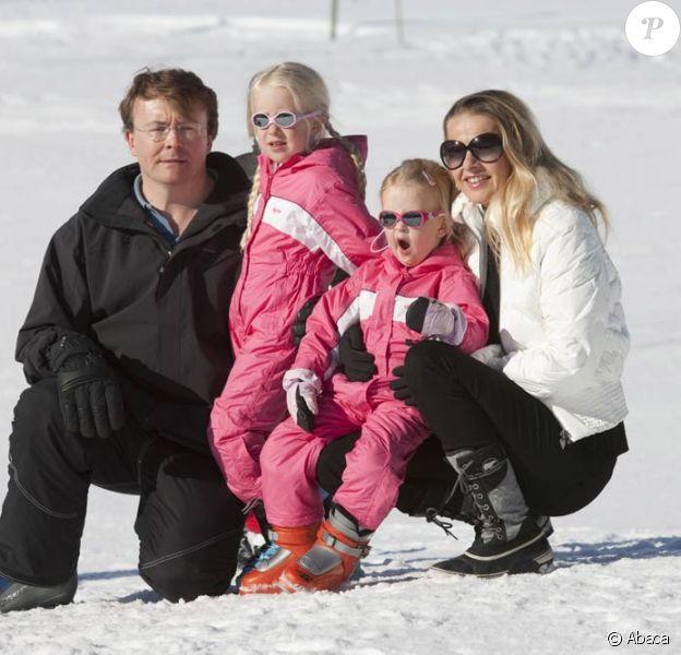 Le prince Friso d'Orange-Nassau, sa femme la princesse Mabel et leurs filles les comtesses Luana et Zaria en vacances dans la station autrichienne de Lech en février 2011. Le 17 février 2012, le prince Friso a été pris dans une avalanche et transporté en soins intensifs à Innsbruck.