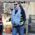 Jennifer Garner, très enceinte, porte son adorable Seraphina après être allée chercher sa petite Violet à son cours de karaté à Los Angeles le 17 février 2012