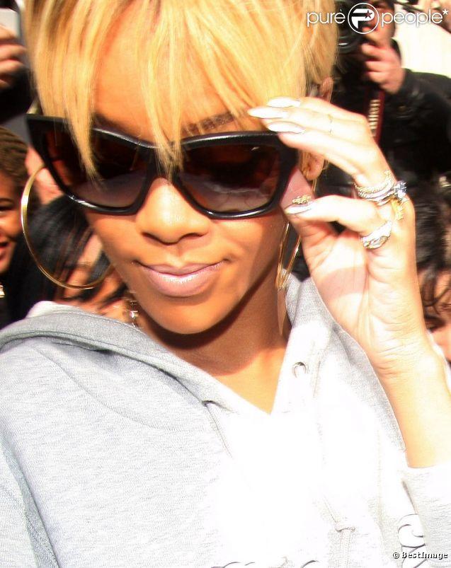 Rihanna à la sortie de son hôtel à Londres, le 21 janvier 2012.