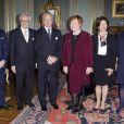 Le prince Daniel, Pentti Arajärvi, le roi Carl XVI Gustaf, Tarja Halonen, la reine Silvia, la princesse Victoria.   La princesse Victoria de Suède, enceinte de huit mois, prenait part le 21 février 2012 à un déjeuner en l'honneur de la présidente sortante de la Finlande, Tarja Halonen, au palais royal, à Stockholm.