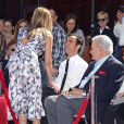 John Aniston et Justin Theroux soutiennent Jennifer Aniston qui reçoit son étoile sur le Walf of Fame, à Los Angeles, le 22 février 2012.