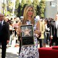 Jennifer Aniston reçoit son étoile sur le Walf of Fame, à Los Angeles, le 22 février 2012.