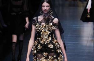 Monica Bellucci radieuse pour le show le plus attendu de la fashion week à Milan