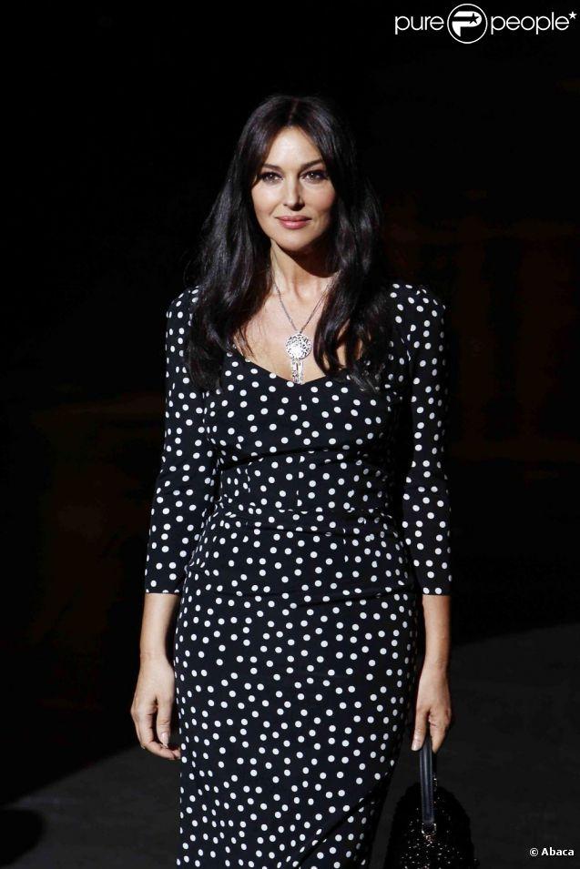 Monica Bellucci, égérie mode et beauté de la maison, fait honneur par sa présence lors du défilé Dolce & Gabbana à Milan, le 26 février 2012.