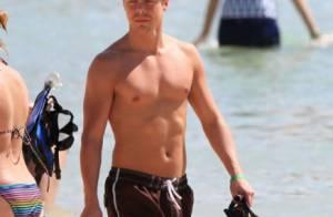 Derek Hough, sexy sur la plage, se laisse une nouvelle chance avec Cheryl Cole ?