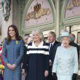 La reine Elizabeth II était en visite le 1er mars 2012 chez Fortnum & Mason à Piccadilly, dans le coeur de Londres, avec Catherine, duchesse de Cambridge et Camilla Parker Bowles. Les invités ont pu prendre le thé au fameux salon de thé et ont coupé un gâteau officialisant le nom du lieu, rebaptisé en l'honneur du jubilé de diamant de la monarque.