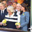 Catherine, duchesse de Cambridge, se joignait à la reine Elizabeth II et à Camilla Parker Bowles, sa belle-mère et grande complice, lors d'une visite officielle chez Fortnum & Mason le 1er mars 2012, à Londres.