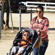 Kourtney Kardashian, enceinte, se promène à Santa Monica avec son fils Mason, le samedi 3 mars 2012.