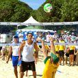 Le prince Harry joue avec conviction au beach volley à Rio de Janeiro, le samedi 10 mars 2012.