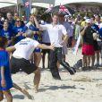 Le prince Harry joue au rugby avec des jeunes de Rio de Janeiro, le samedi 10 mars 2012.