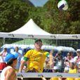 Le prince Harry joue au beach volley à Rio de Janeiro, le samedi 10 mars 2012.