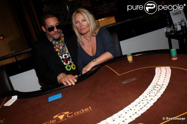 JoeyStarr et Frédérique Ruggieri, PDG de la Socodem, célèbrent l'anniversaire du site de poker en ligne MyPok le 10 mars 2012 au cercle Cadet à Paris