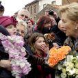 Le roi Albert et la reine Paola de Belgique lors de leur visite à Waremme, dans la province de Liège, le 7 mars 2012.