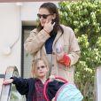 Jennifer Garner, nouvellement maman, sort de chez le médecin, en compagnie de son mari Ben Affleck et leur fille Violet, le 12 mars 2012 à Los Angeles