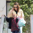 Jennifer Garner, nouvellement maman, sort de chez le médecin, en compagnie de son mari Ben Affleck et leur adorable fille Violet, le 12 mars 2012 à Los Angeles
