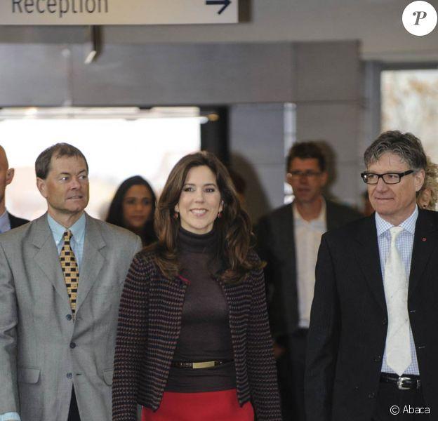 La princesse Mary de Danemark remettait le 15 mars 2012 le prix Love Heart assorti d'une dotation d'un million d'euros pour la recherche cardiaque, à l'issue d'une visite à l'hôpital d'Holbaek.