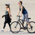 Kate Hudson en balade à vélo à Santa Monica, le 10 mars 2012.