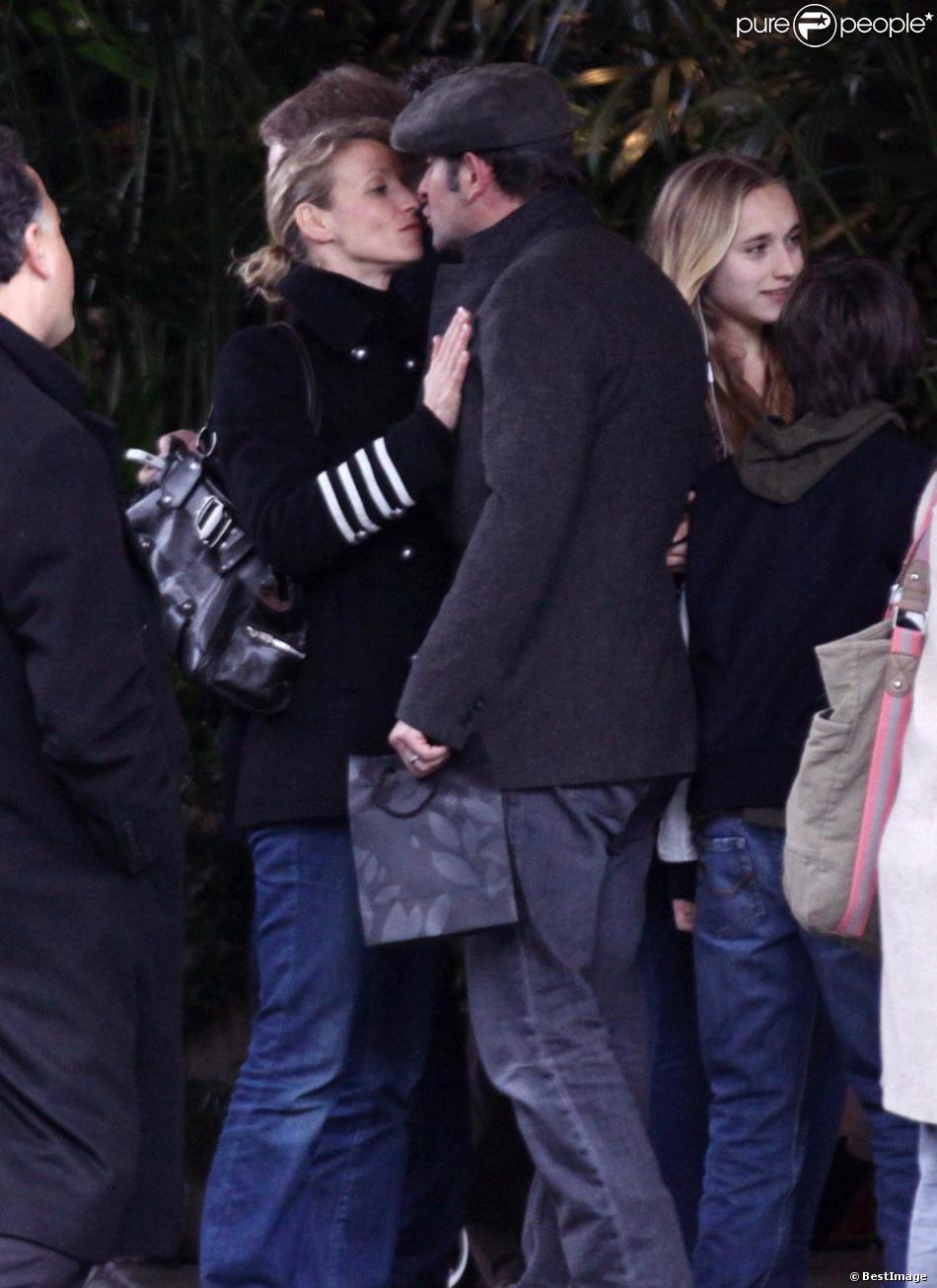 Jean dujardin embrasse alexandra lamy le 27 f vrier los for Enfants de jean dujardin