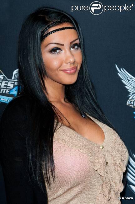 Nabila lors du photocall des Anges de la télé-réalité 4 : Club
