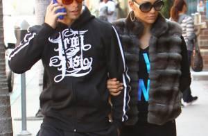 Jennifer Lopez, amoureuse, ne lâche pas son jeune chéri Casper Smart