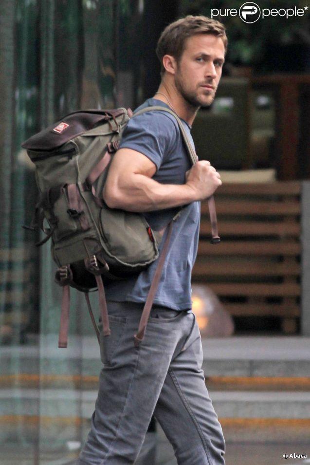 Ryan Gosling dans les rues de Bangkok en février 2012