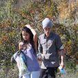 Justin Bieber et Selena Gomez s'installent pour un pique-nique dans un jardin de Los Angeles, le mercredi 4 avril 2012.