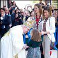 L'infante Elena d'Espagne avec la famille royale pour Pâques, à Majorque, le 8 avril 2012. Le 9 avril, son fils Felipe s'est tiré une balle dans le pied droit en s'exerçant au tir avec son père Jaime de Marichalar, à Soria.
