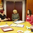 Camilla Parker Bowles en visite à Wirral le 4 avril 2012 dans un programme d'aide aux jeunes mères.