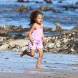 Halle Berry et sa fille Nahla et son compagnon Olivier Martinez passent la journée sur la plage de Malibu le 7 avril 2012