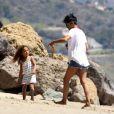 Rires et tendresse pour Halle Berry et sa fille Nahla sur la plage de Malibu le 7 avril 2012