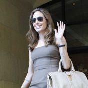 Angelina Jolie - fiançailles avec Brad Pitt : La star montre sa superbe bague