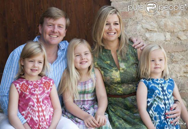 Le prince Willem-Alexander et la princesse Maxima des Pays-Bas en vacances avec leurs trois filles en Toscane, juillet 2011.