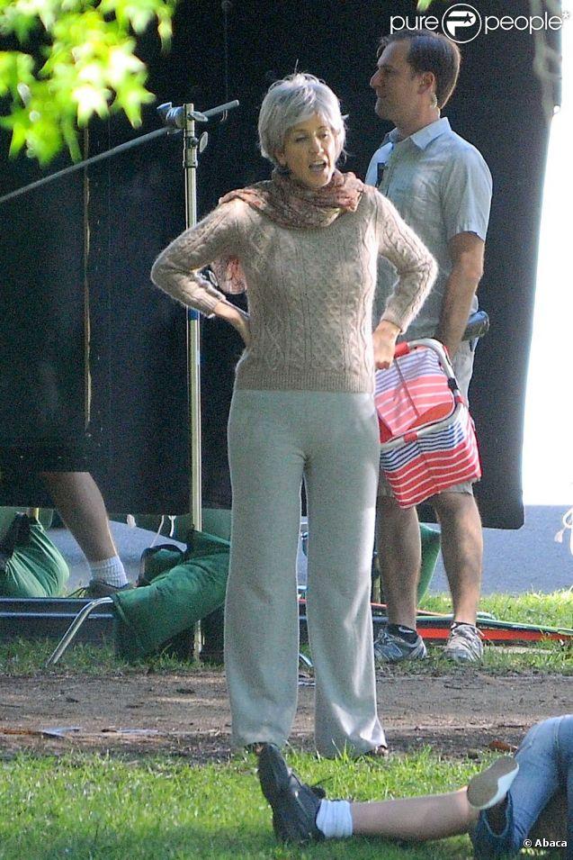 Felicity Huffman en vieille dame sur le tournage de Desperate Housewives le 20 avril 2012 à Los Angeles
