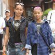Jada Pinkett-Smith s'offre une virée shopping avec sa fille Willow à Los Angeles le 21 avril 2012