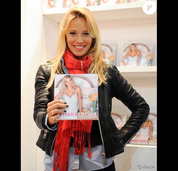 Luisana Lopilato présente son livre Luisana en casa le 25 avril 2012 à Buenos Aires
