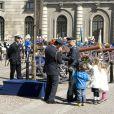 Pour la célébration des 66 ans du roi Carl XVI Gustaf de Suède, le 30 avril 2012, la princesse Victoria et le prince Daniel ont présenté leur bébé de 2 mois, la princesse Estelle, au balcon du palais Drottningholm, à Stockholm. C'était la première apparition officielle d'Estelle !