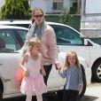Jennifer Garner accompagne sa fille Violet à la danse, en compagnie de l'adorable Seraphina, le 28 avril 2012 à Santa Monica