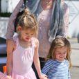 Jennifer Garner accompagne sa fille Violet en tutu à la danse, en compagnie de l'adorable Seraphina, le 28 avril 2012 à Santa Monica