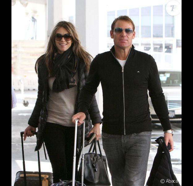 La belle Elizabeth Hurley et son fiancé Shane Warne à New York, le 1er mai 2012