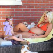 Tori Spelling : Son adorable fillette prend la pose au côté de sa maman enceinte