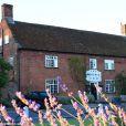 Vue du Crown Inn de Westleton.   Fin avril 2012, pour leur premier anniversaire de mariage, le prince William et Kate Middleton ont fêté... le mariage d'un couple d'amis, dans le Suffolk, les 28 et 29 avril.