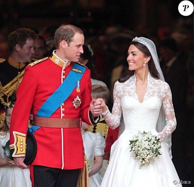 William et Kate lors de leur mariage, le 29 avril 2011 à Westminster. Fin avril 2012, pour leur premier anniversaire de mariage, le prince William et Kate Middleton ont fêté... le mariage d'un couple d'amis, dans le Suffolk, les 28 et 29 avril.